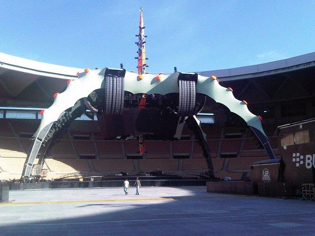 Escenario para el concierto de U2 en el Estadio Olímpico de Sevilla