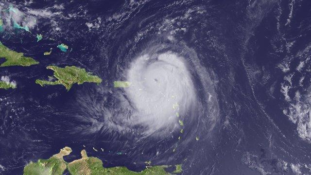 Huracán entrando en el Caribe camino de República Dominicana