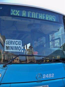 Uno de los autobuses de servicios mínimos