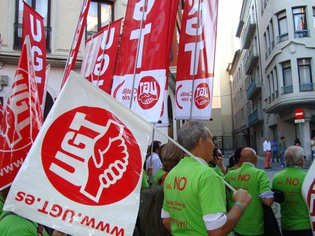 Varios manifestantes, durante la concentración en Valladolid.