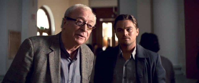 Michael Caine y DiCaprio en Inception Origen