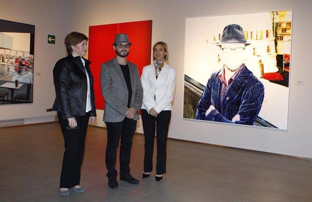 Javier Joven, Teresa Fernández y Rosario Añaños en la exposición del III Premio