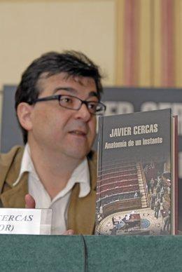 El escritor Javier Cercas y su libro 'Anatomía de un instante'
