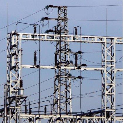 La ruptura de un cable de alta tensión deja sin luz una hora a 1.500 vecinos de Jimena y Los Ángeles
