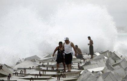 El huracán 'Paula' obliga a evacuar a miles de personas en el Caribe