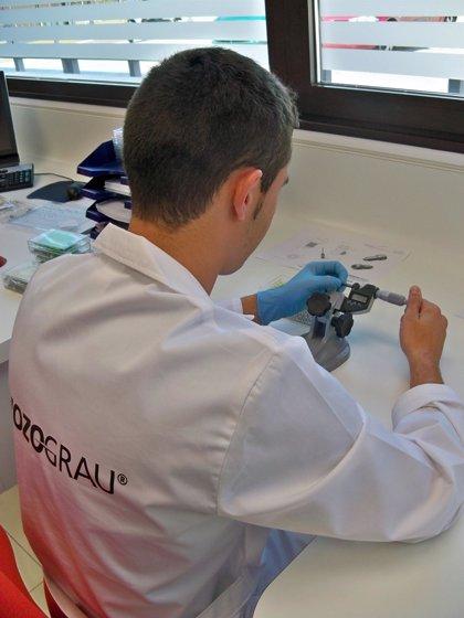 Una firma vallisoletana de implantes dentales usa tecnología suiza de relojes para fabricar 300.000 piezas al año