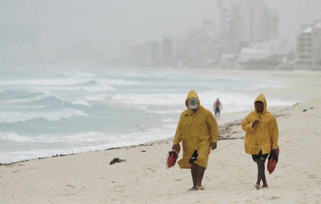 Huracán Paula a su paso por Cancún