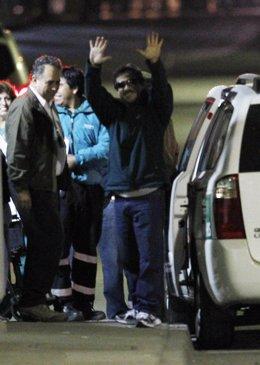 El minero Juan Illanes abandona el hospital en Chile