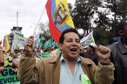 Decenas de miles de personas marchan en Quito en apoyo a Correa