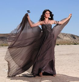 Selena Gómez subasta su vestido