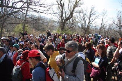 Más de 200 personas reclaman en La Granja de San Ildefonso (Segovia) la reapertura del camino de La Pedrona