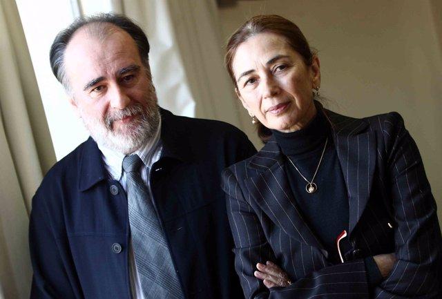 El escritor Fernando Gómez Aguilera  y Pilar del Río, viuda de José Saramago