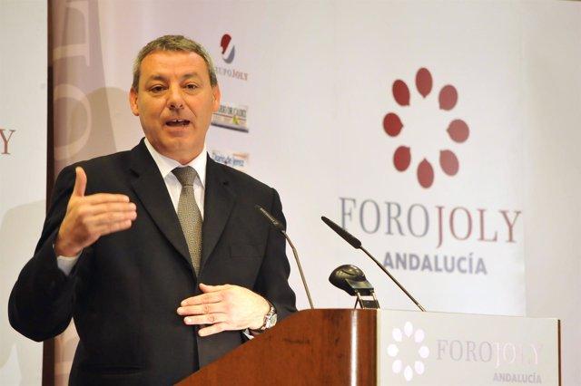 El consejero de Educación, Francisco Álvarez de la Chica, en el Foro Joly