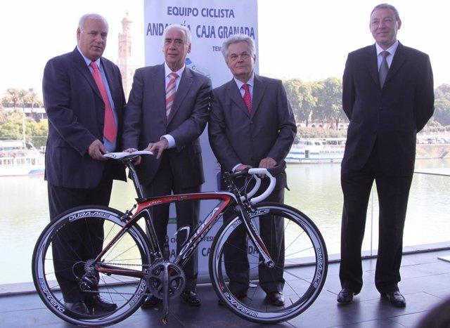 Momento de la presentación del equipo ciclista Andalucía-CajaGranada