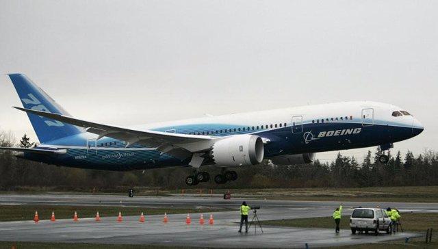 El 'Dreamliner' de Boeing realiza su primer vuelo