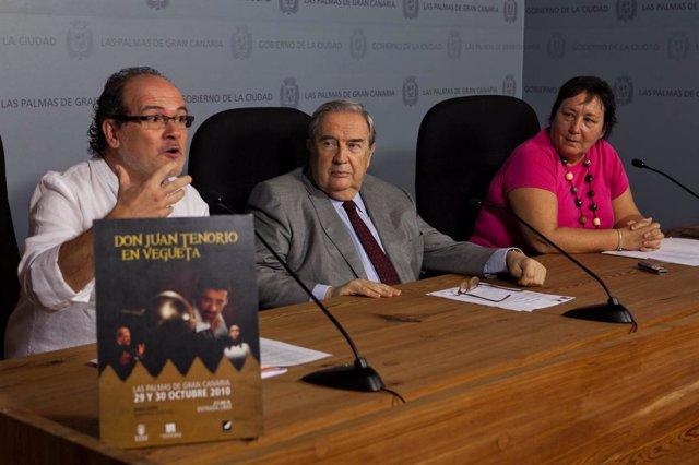 El director de 'Don Juan Tenorio' en Vegueta, Santiago Sánchez, el alcalde de La