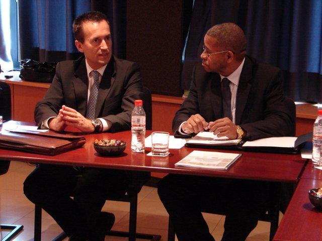 El Consejero De Presidencia Canario, José Miguel Ruano, Y El Ministro De Adminis