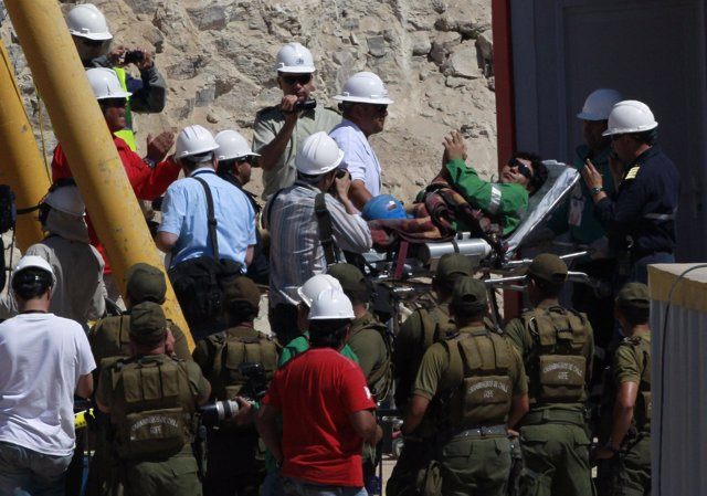 Rescatan al minero Víctor Zamora