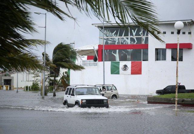Huracán sobre las costas mexicanas