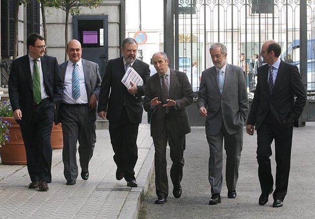 El grupo parlamentario del PNV en el Congreso, con Josu Erkoreka en el centro