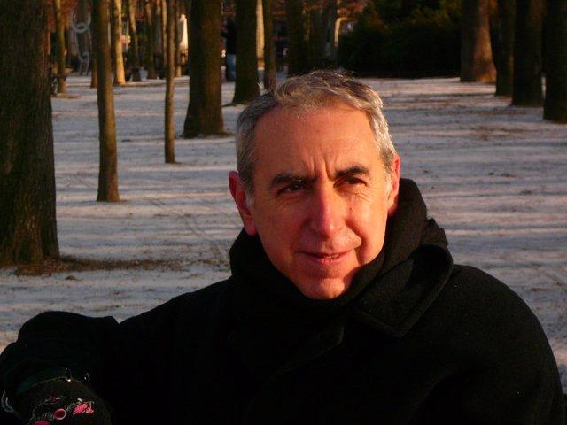 El escritor Eliacer Cansino
