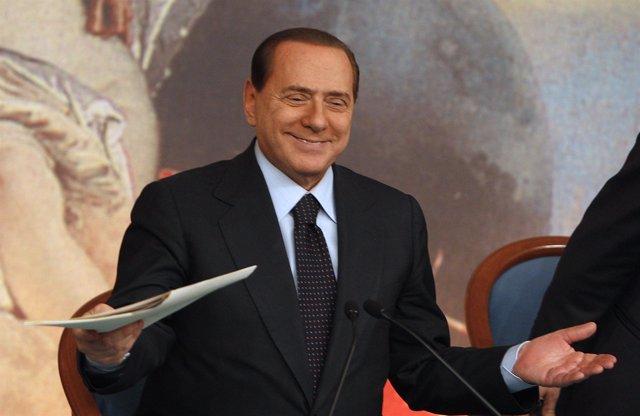 El primer ministro italiano, Silvio Berlusconi, en rueda de prensa