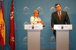 La portavoz del Gobierno regional, María Pedro Reverte, acompañada por el consej