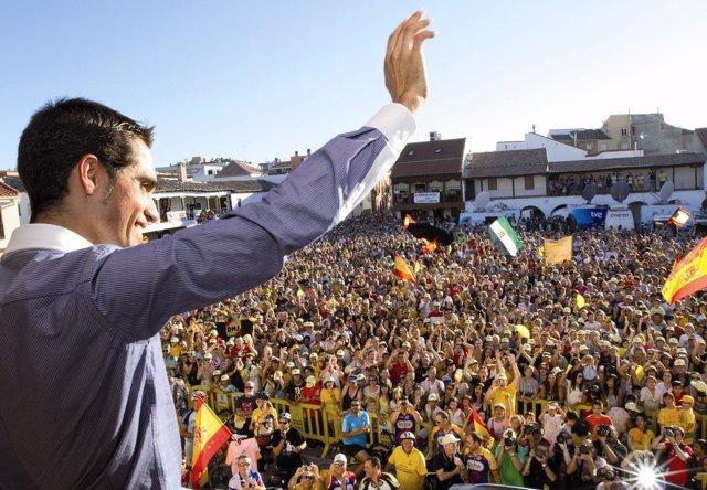 Contador saluda a los aficionados desde el balcón del Ayuntamiento de Pinto