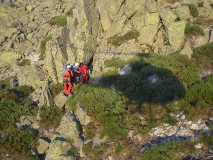 Rescatados en helicóptero dos montañeros que se perdieron cuando hacían una ruta por Guisando (Ávila)