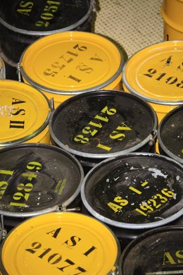 Bidones con residuos radiactivos
