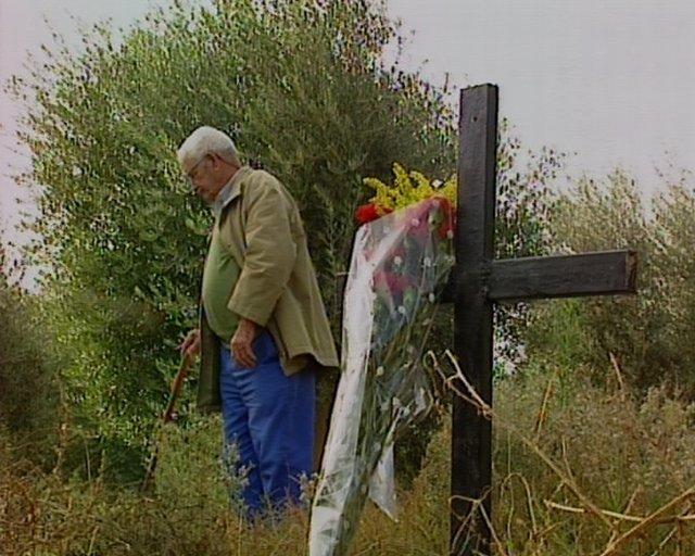 Una cruz en fosa de Mérida por los fusilados