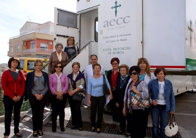 La unidad móvil de la AECC en Puerto Lumbreras
