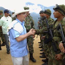Alvaro Uribe Presidente Colombia ejercito