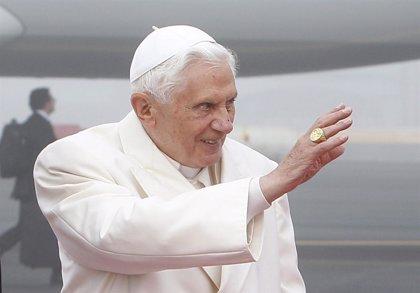 Tensión entre activistas homosexuales anti Papa y jóvenes católicos