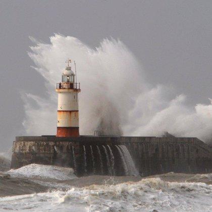 El viento puede alcanzar hoy rachas de 115 km/h en el litoral cántabro