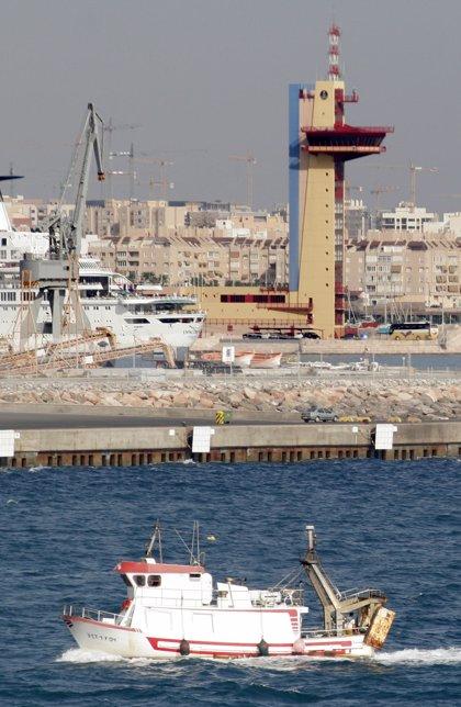 Rescatados cuatro personas de origen argelino que quedaron a la deriva en una embarcación neumática