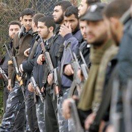 milicianos palestinos armados en la franja de gaza