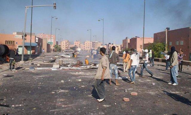 Enfrentamientos entre saharauis y policías marroquíes en el Aáiun