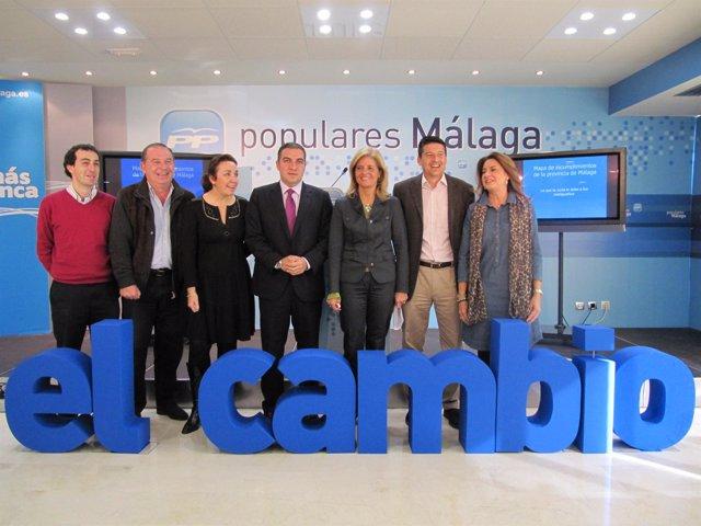 El presidente del PP de Málaga, Elías Bendodo, la portavoz del PP en el Parlamen
