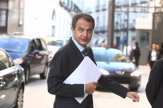 Zapatero, a su entrada en el Congreso