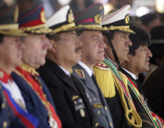 Presidente de Bolivia, Evo Morales, con el ejército