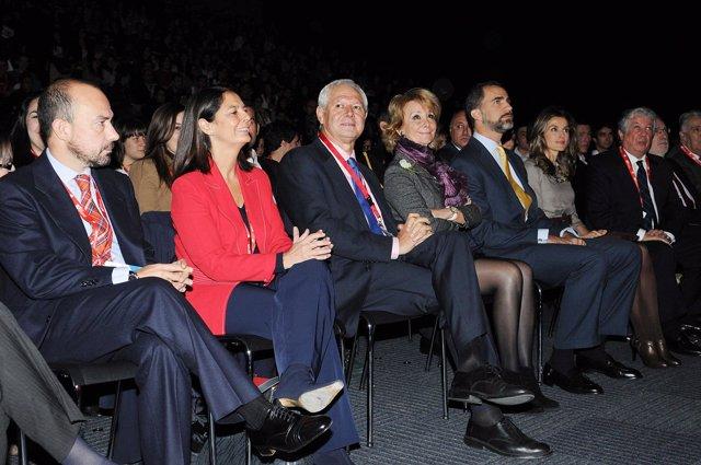 Los Príncipes de Asturias, acompañados por representantes del Estado, la Comunid