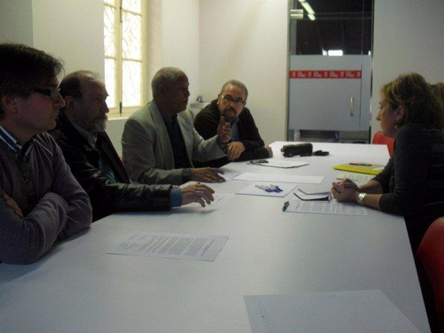 Ana Barceló y el delegado provincial del Frente Polisario durnate su encuentro e