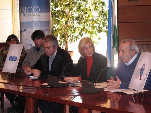 La directora de Cetursa, María José López, y el presidente de los empresarios de