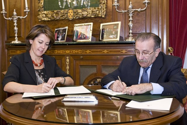 Barcina firma un convenio con AEDONA para la organización de actividades deporti