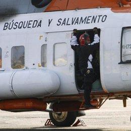 helicoptero de salvamento busca avion