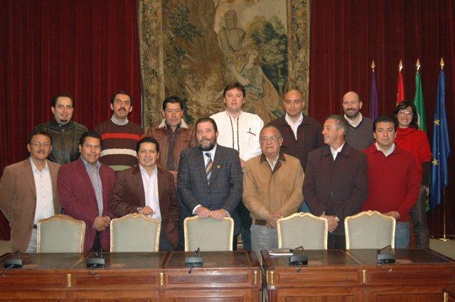 Sánchez Villaverde con los alcaldes ecuatorianos