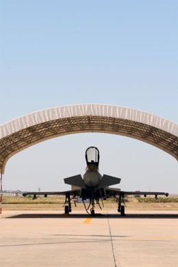 Cazabombardero estacionado en la base aérea de Morón.