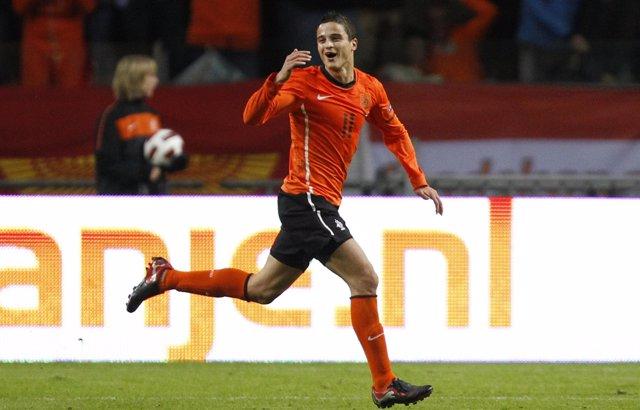 Afellay celebra un gol con la selección holandesa