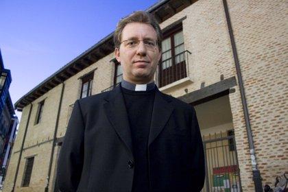 El sacerdote de Valladolid Aurelio García Macías, nombrado por el Papa como consultor del Culto Divino
